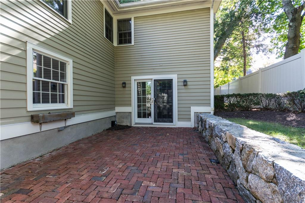 Additional photo for property listing at 95 SOUTH AVENUE  New Canaan, 코네티컷,06840 미국