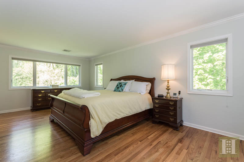 Additional photo for property listing at 84 CAMP AVENUE  Darien, Connecticut,06820 Verenigde Staten