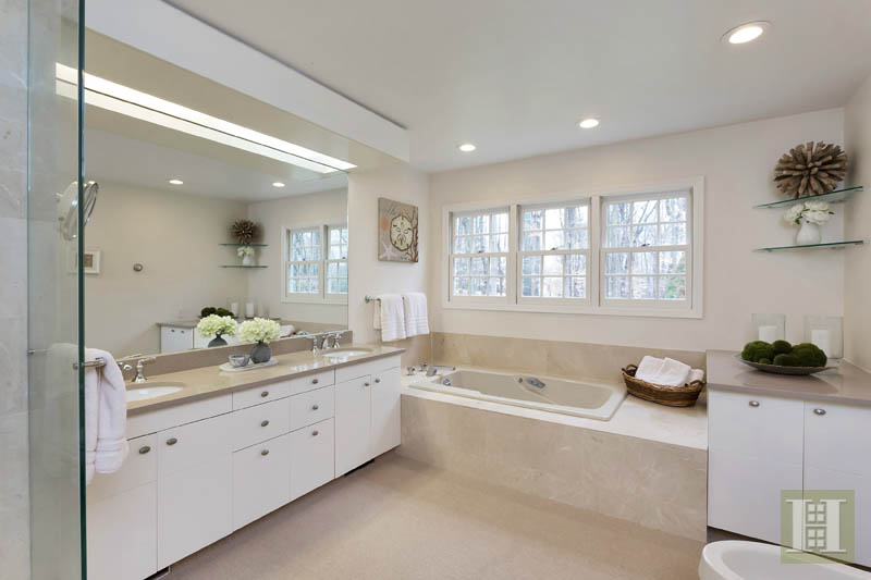 Additional photo for property listing at 116 RIDGE ACRES ROAD  Darien, Connecticut,06820 Estados Unidos