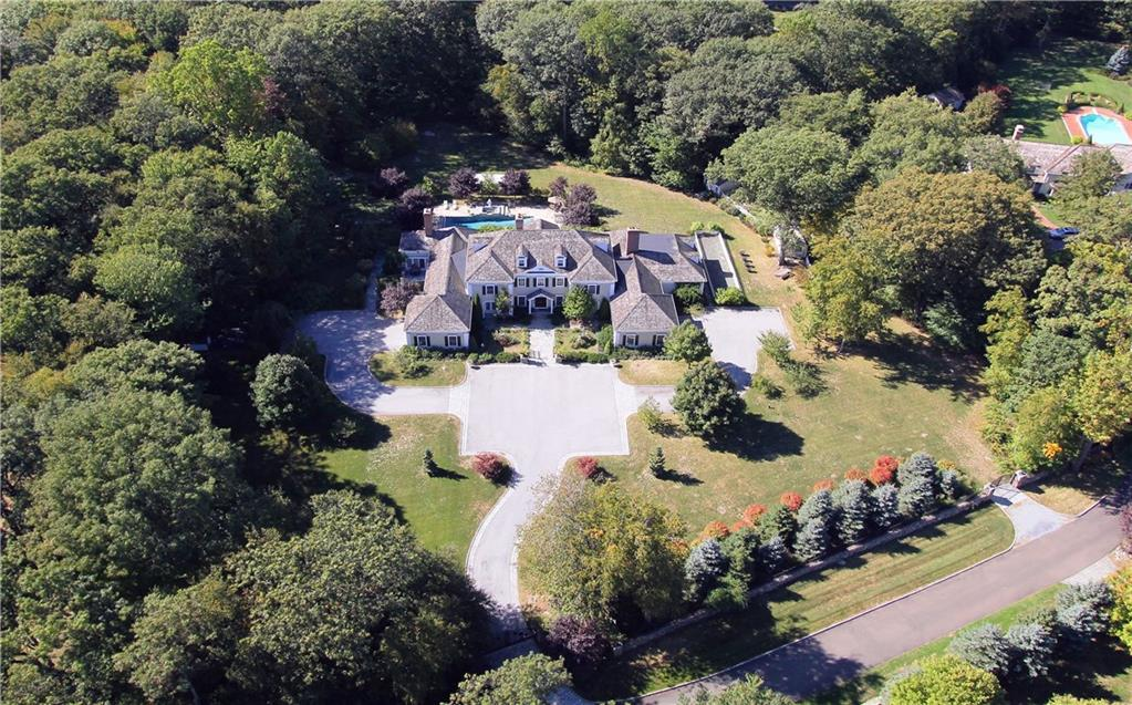 Maison unifamiliale pour l Vente à 260 LUKES WOOD ROAD New Canaan, Connecticut,06840 États-Unis