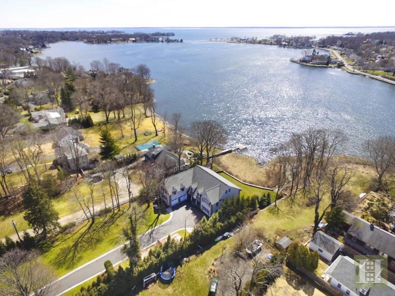 独户住宅 为 销售 在 2572 BOSTON POST ROAD 达连湾, 康涅狄格州,06820 美国
