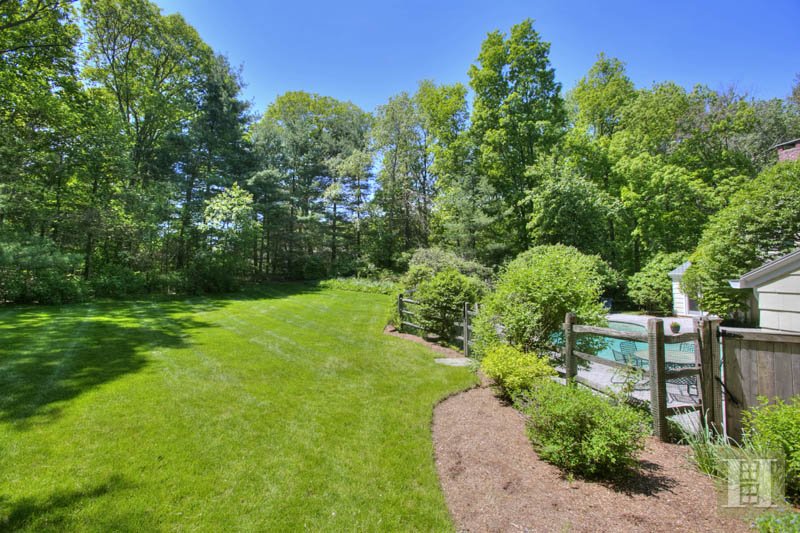 14 CIRCLE ROAD, Darien, $1,650,000, Web #: 99181646