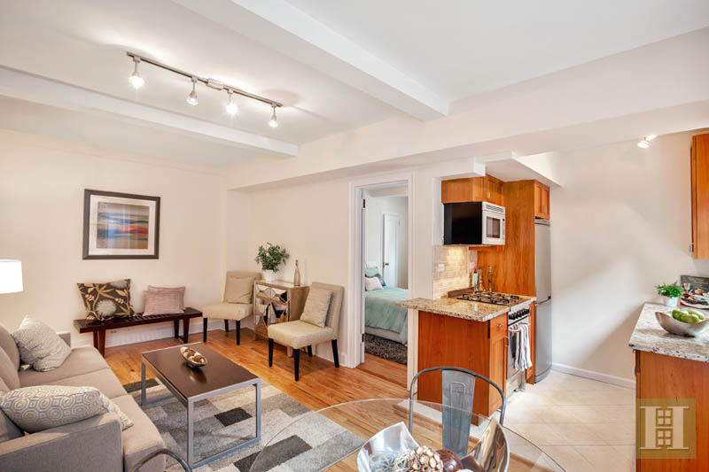 333 East 43rd Street 916, Midtown East, NYC, 10017, $530,000, Sold Property, Halstead Real Estate, Photo 2