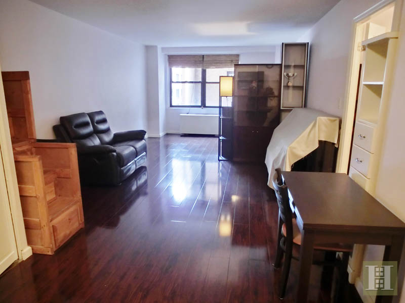 305 East 40th Street, Midtown East, NYC, $2,500, Web #: 13762970