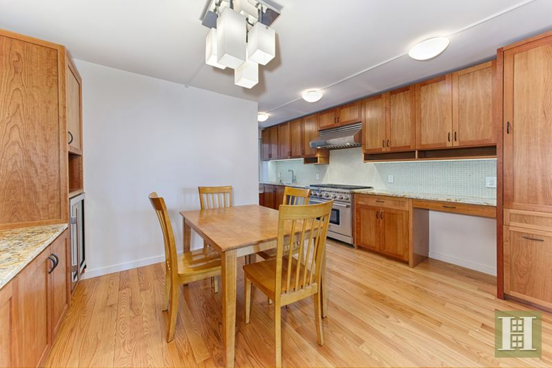208 East Broadway, Lower East Side, NYC, $3,950, Web #: 14276174