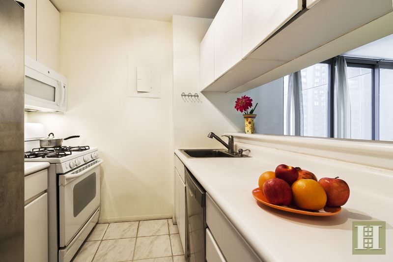 235 East 40th Street 15D, Midtown East, NYC, $3,250, Web #: 14817662