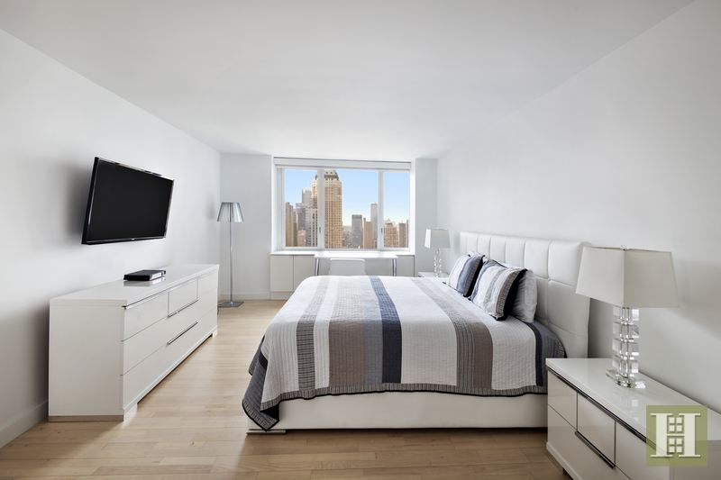 322 West 57th Street, Midtown West, NYC, $6,800, Web #: 14826823