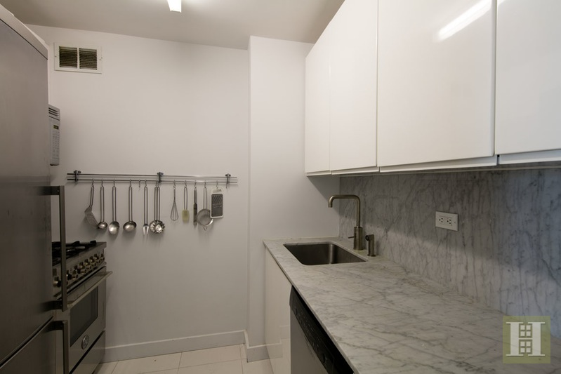322 West 57th Street, Midtown West, NYC, $3,500, Web #: 15878229