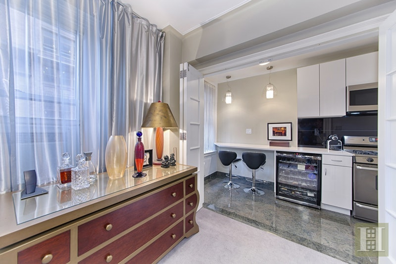 162 West 56th Street 705, Midtown West, NYC, $850,000, Web #: 16356139