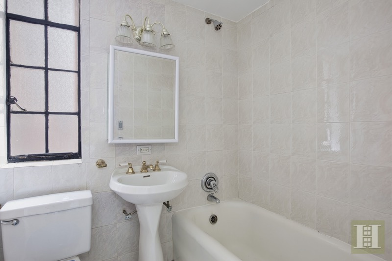 333 East 43rd Street, Midtown East, NYC, 10017, $475,000, Sold Property, Halstead Real Estate, Photo 3