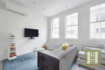 RENOVATED TOWNHOUSE IN PRIME SEAPORT