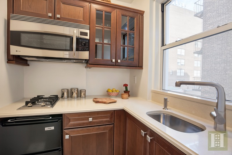 333 East 43rd Street 716, Midtown East, NYC, 10017, $499,000, Sold Property, Halstead Real Estate, Photo 5