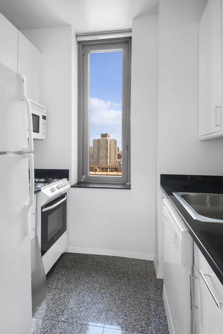 524 East 72nd Street 26e, Upper East Side, NYC, 10021, $995,000, Sold Property, Halstead Real Estate, Photo 3