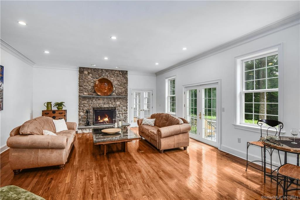 296 Smith Ridge Road, New Canaan, Connecticut, $1,799,000, Web #: 170316742