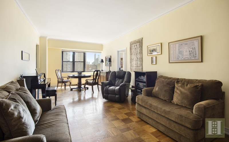 165 West 66th Street 19L, Upper West Side, NYC, $1,178,000, Web #: 17230544