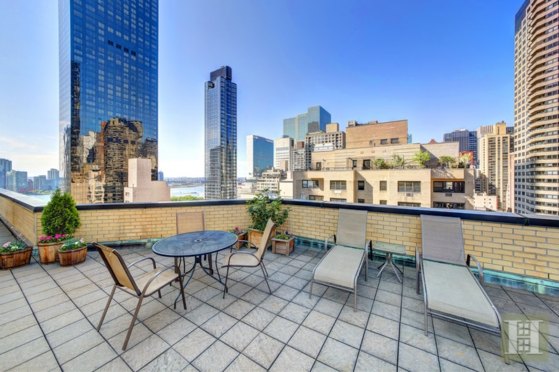 301 East 48th Street 2A, Midtown East, NYC, $719,000, Web #: 17425384