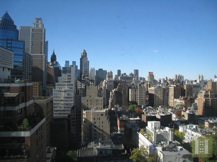 200 East 61st Street 20C, Upper East Side, NYC, $3,200, Web #: 17650780