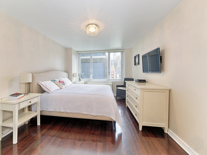 322 West 57th Street 17S, Midtown West, NYC, $1,850,000, Web #: 17741107