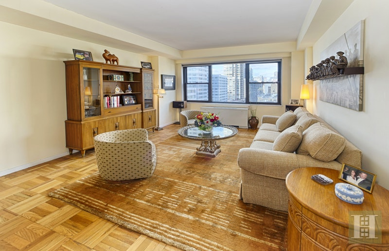 301 East 69th Street, Upper East Side, NYC, 10021, $1,055,000, Sold Property, Halstead Real Estate, Photo 1