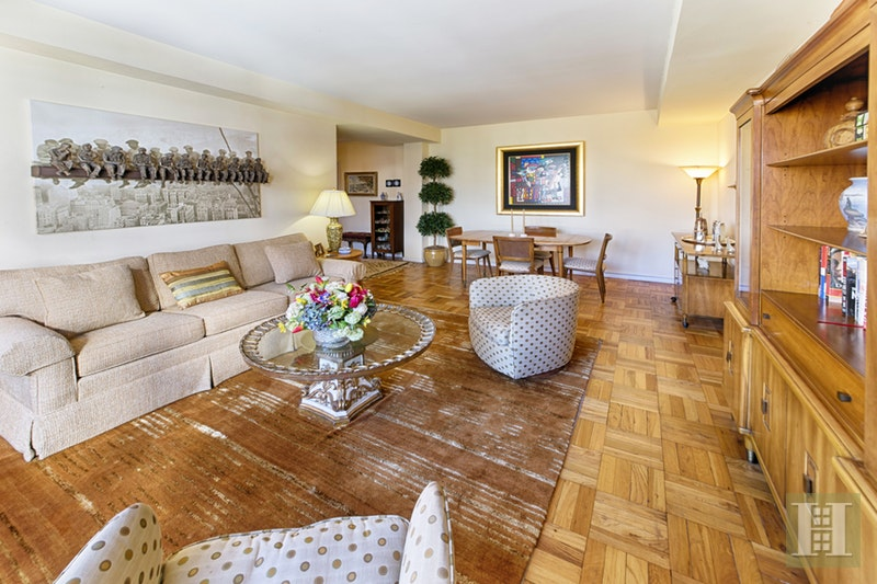 301 East 69th Street, Upper East Side, NYC, 10021, $1,055,000, Sold Property, Halstead Real Estate, Photo 2