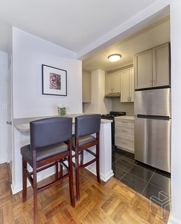 201 East  25th Street  4b, Gramercy Park, NYC, 10010, $519,000, Property For Sale, ID# 18260628, Halstead