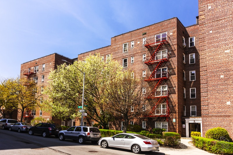 39-50  52nd Street  3g, Woodside, Queens, NY, 11377, $200,000, Property For Sale, ID# 18444404, Halstead
