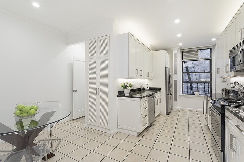 26 East 81st Street 4S, Upper East Side, NYC, $13,500, Web #: 18502249