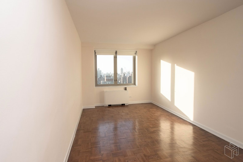 East 82nd Street, Upper East Side, NYC, $5,600, Web #: 18513847