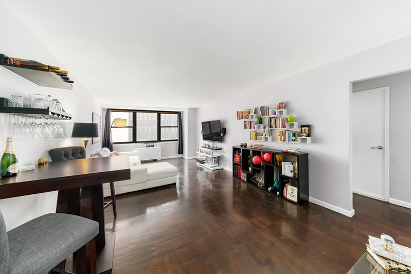 225 East 36th Street 8e, Midtown East, NYC, 10016, $685,000, Sold Property, Halstead Real Estate, Photo 2