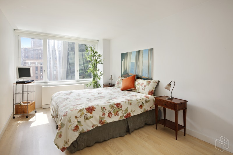 322 West 57th Street 26H, Midtown West, NYC, $5,500, Web #: 18532998