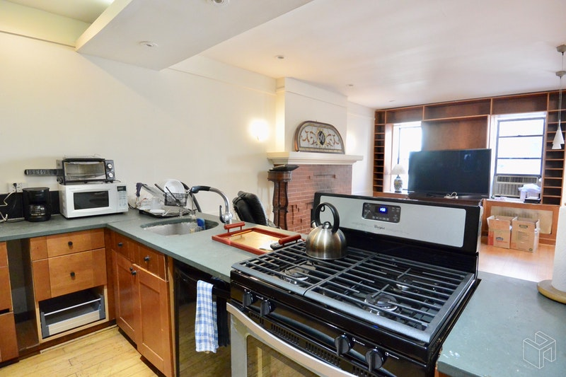 Unique And Private, Townhouse, Boerum Hill, Brooklyn, NY, $4,975, Web #: 18723334