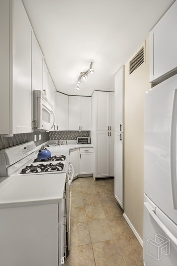 340 East 80th Street 2e, Upper East Side, NYC, 10075, $1,190,000, Sold Property, Halstead Real Estate, Photo 7