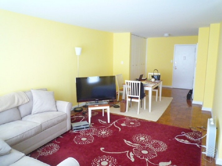 East 87th Street, Upper East Side, NYC, $2,700, Web #: 18771499
