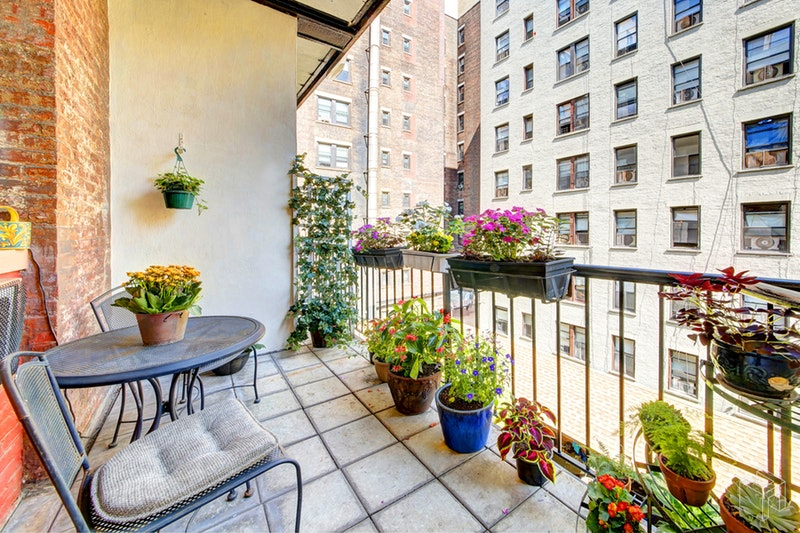 329 West 108th Street 3d, Upper West Side, NYC, 10025, $935,000, Sold Property, Halstead Real Estate, Photo 2