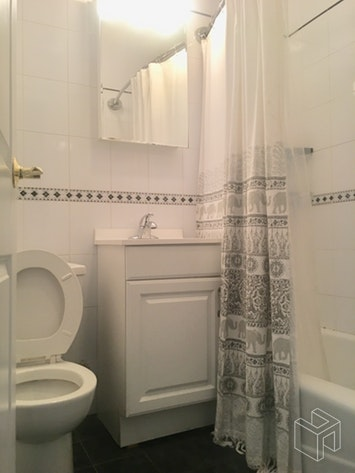 40 East 64th Street 15, Upper East Side, NYC, $2,400, Web #: 18909360