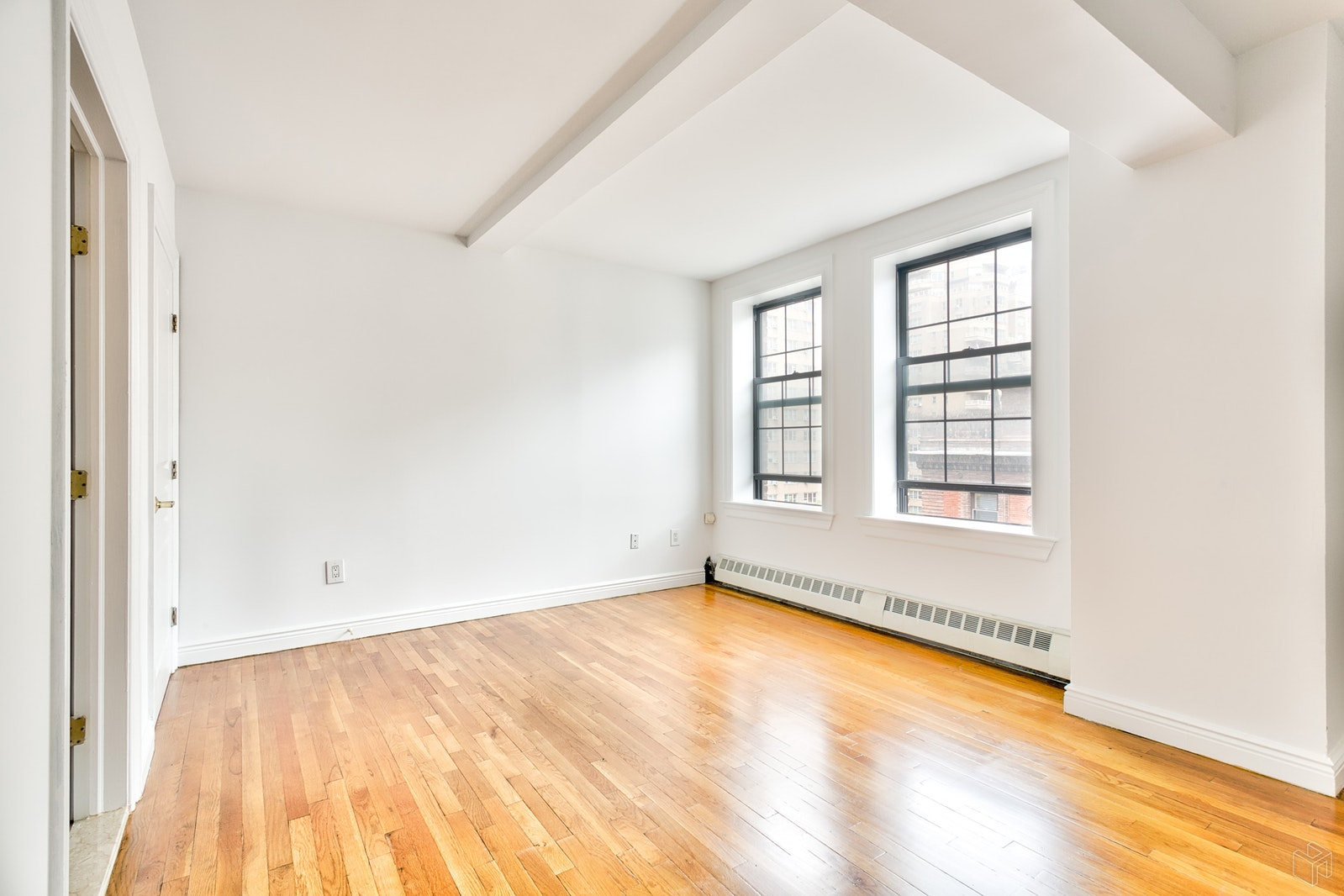 17 Park Avenue 1101, Midtown East, NYC, $6,795, Web #: 18930932