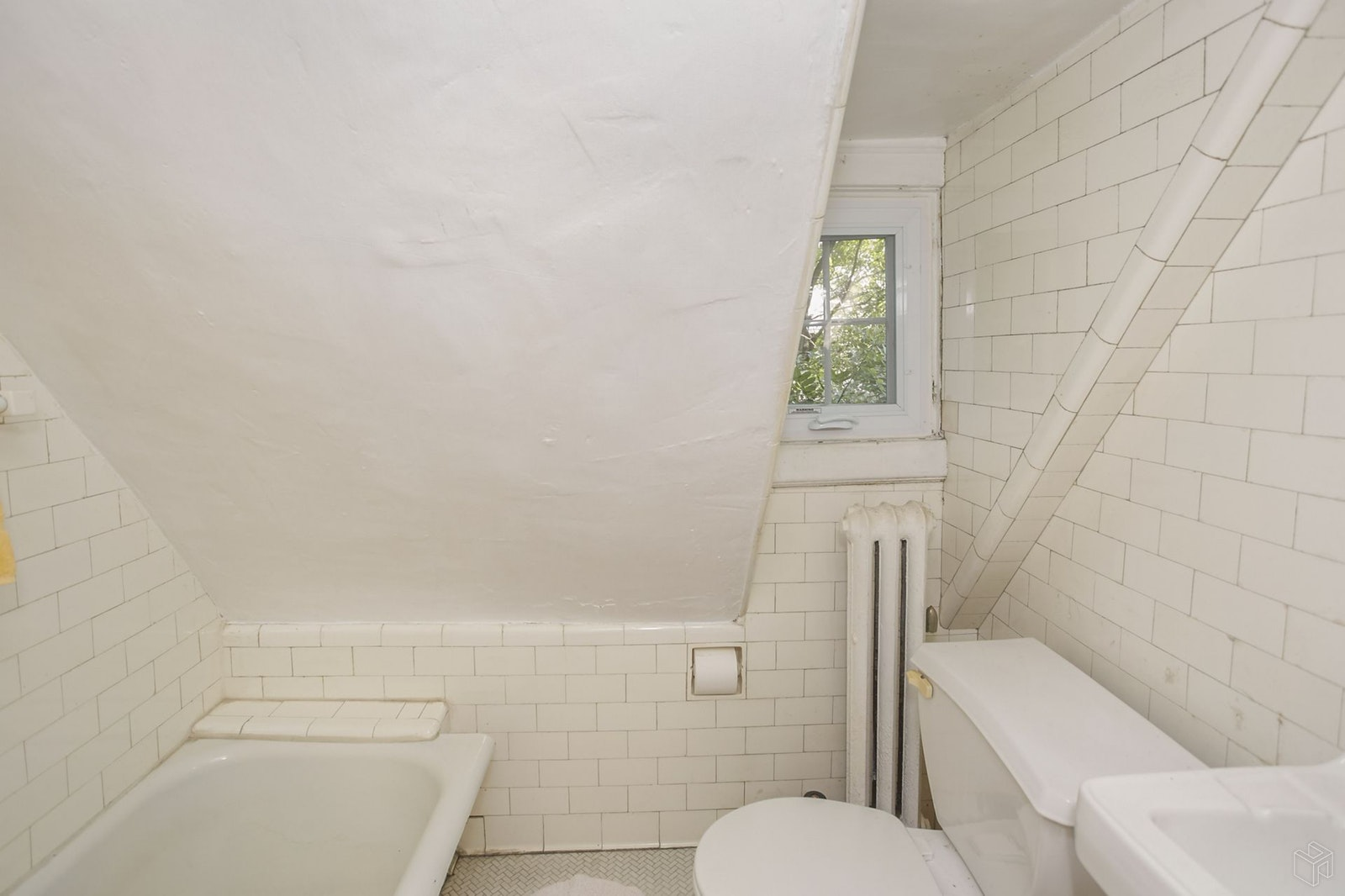 111 -18 75th Avenue, Forest Hills, Queens, NY, 11375, $1,395,000, Sold Property, Halstead Real Estate, Photo 10