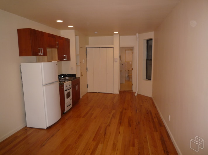 249 East 77th Street, Upper East Side, NYC, $2,000, Web #: 18960399