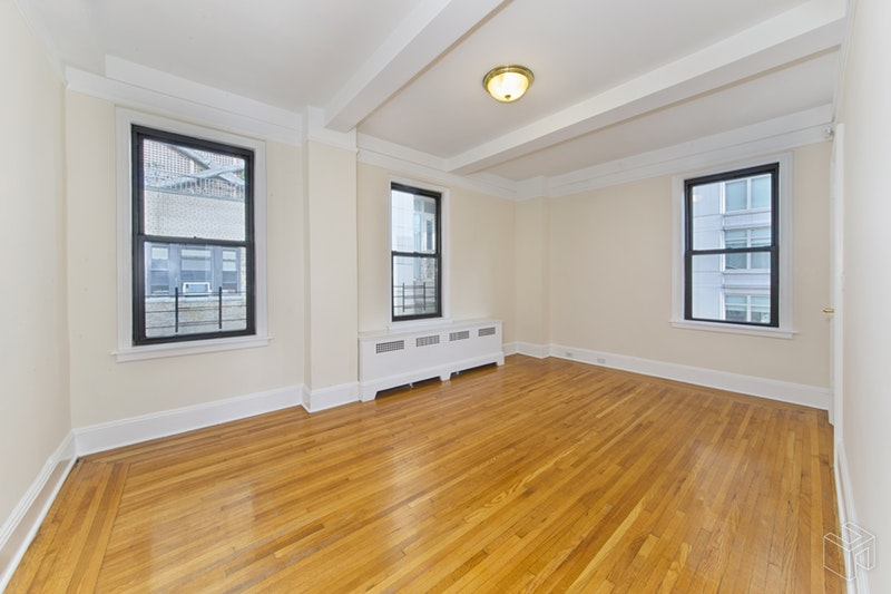 215 West 75th Street 16A, Upper West Side, NYC, $4,300, Web #: 19041870