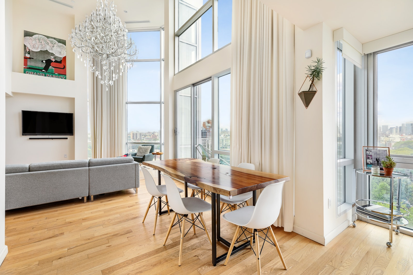 524 Manhattan Avenue 8a, Greenpoint, Brooklyn, NY, 11222, $1,900,000, Sold Property, Halstead Real Estate, Photo 2