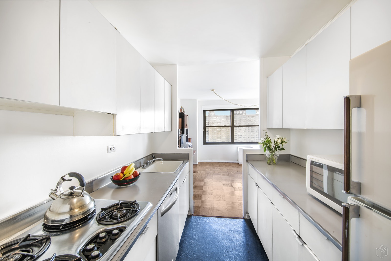 160 West End Avenue 23N, Upper West Side, NYC, $820,000, Web #: 19124735