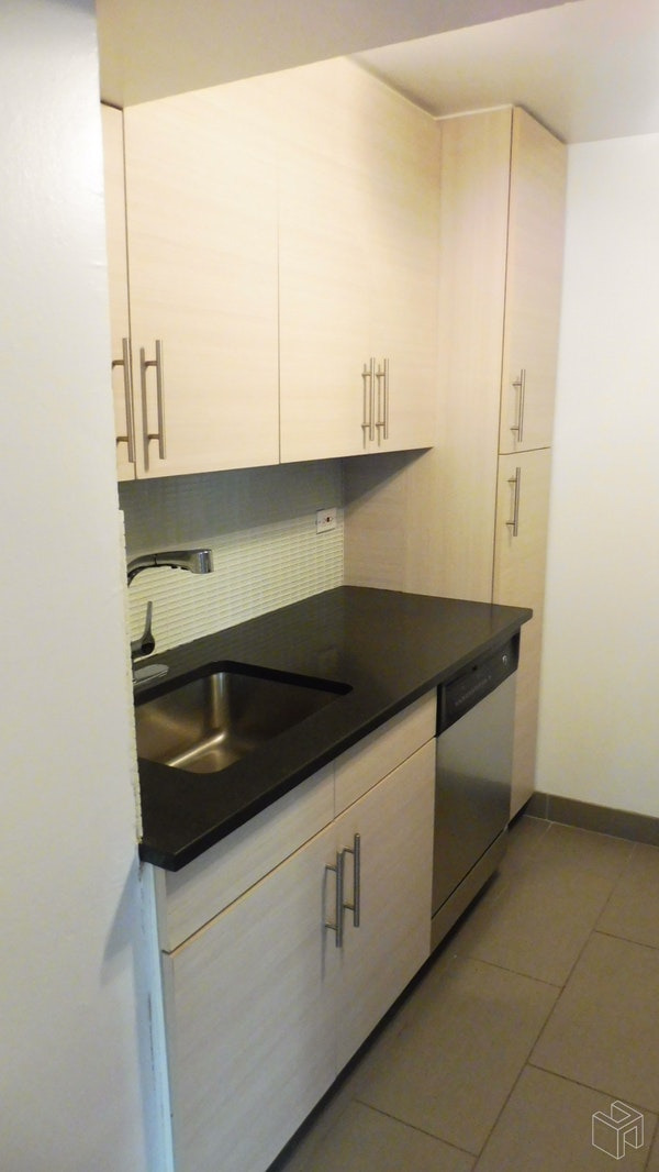 East 87th Street, Upper East Side, NYC, 10128, Price Not Disclosed, Rented Property, Halstead Real Estate, Photo 7