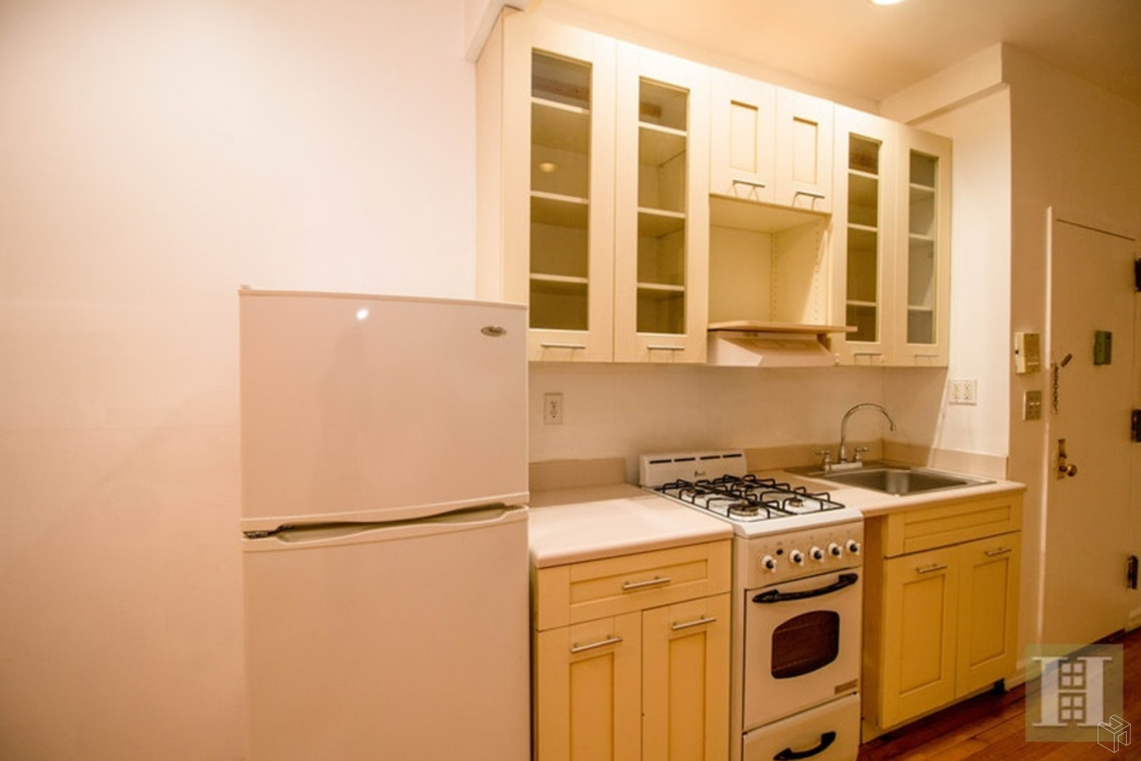 436 West 49th Street, Midtown West, NYC, $2,000, Web #: 19340521