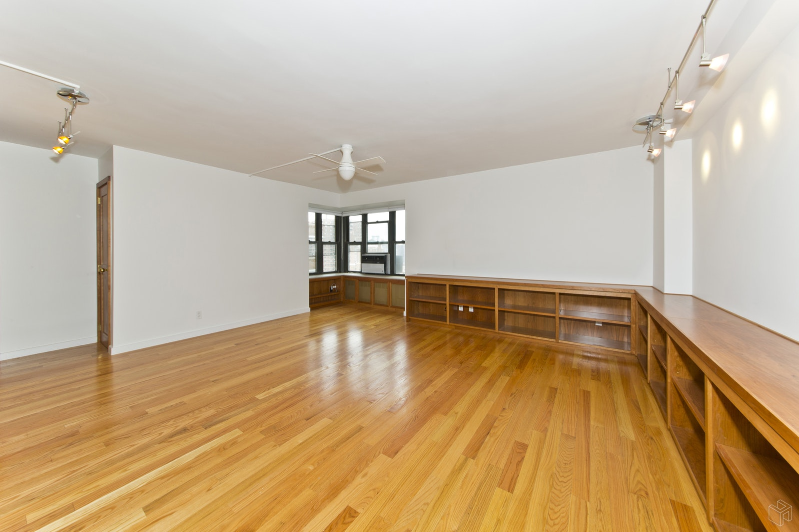 208 East Broadway, Lower East Side, NYC, 10002, $1,100,000, Sold Property, Halstead Real Estate, Photo 2