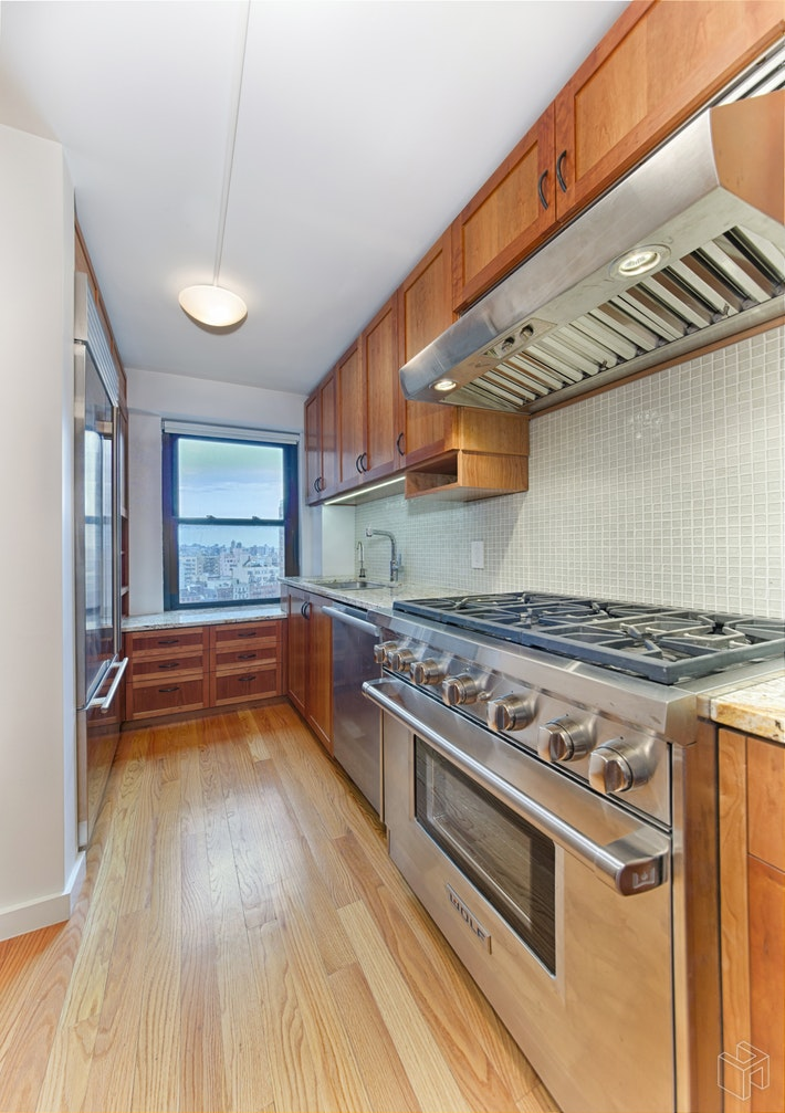 208 East Broadway, Lower East Side, NYC, 10002, $1,100,000, Sold Property, Halstead Real Estate, Photo 3