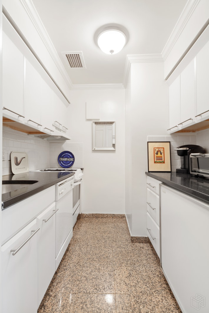 900 Park Avenue, Upper East Side, NYC, $2,500, Web #: 19465023