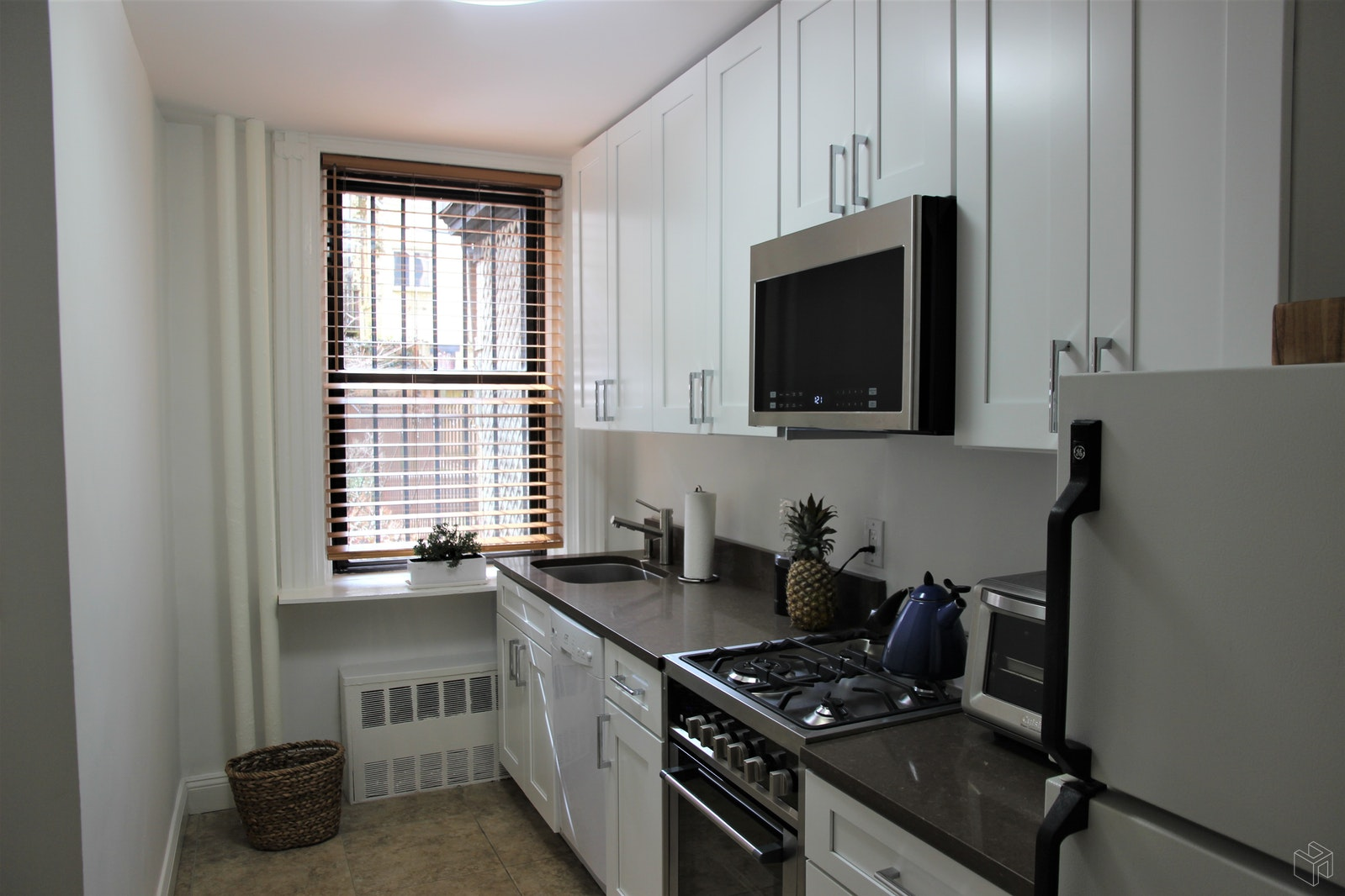 Prime Loc 1BR Plus Den, Park Slope, Brooklyn, NY, 11215, $2,950, Rented Property, Halstead Real Estate, Photo 2