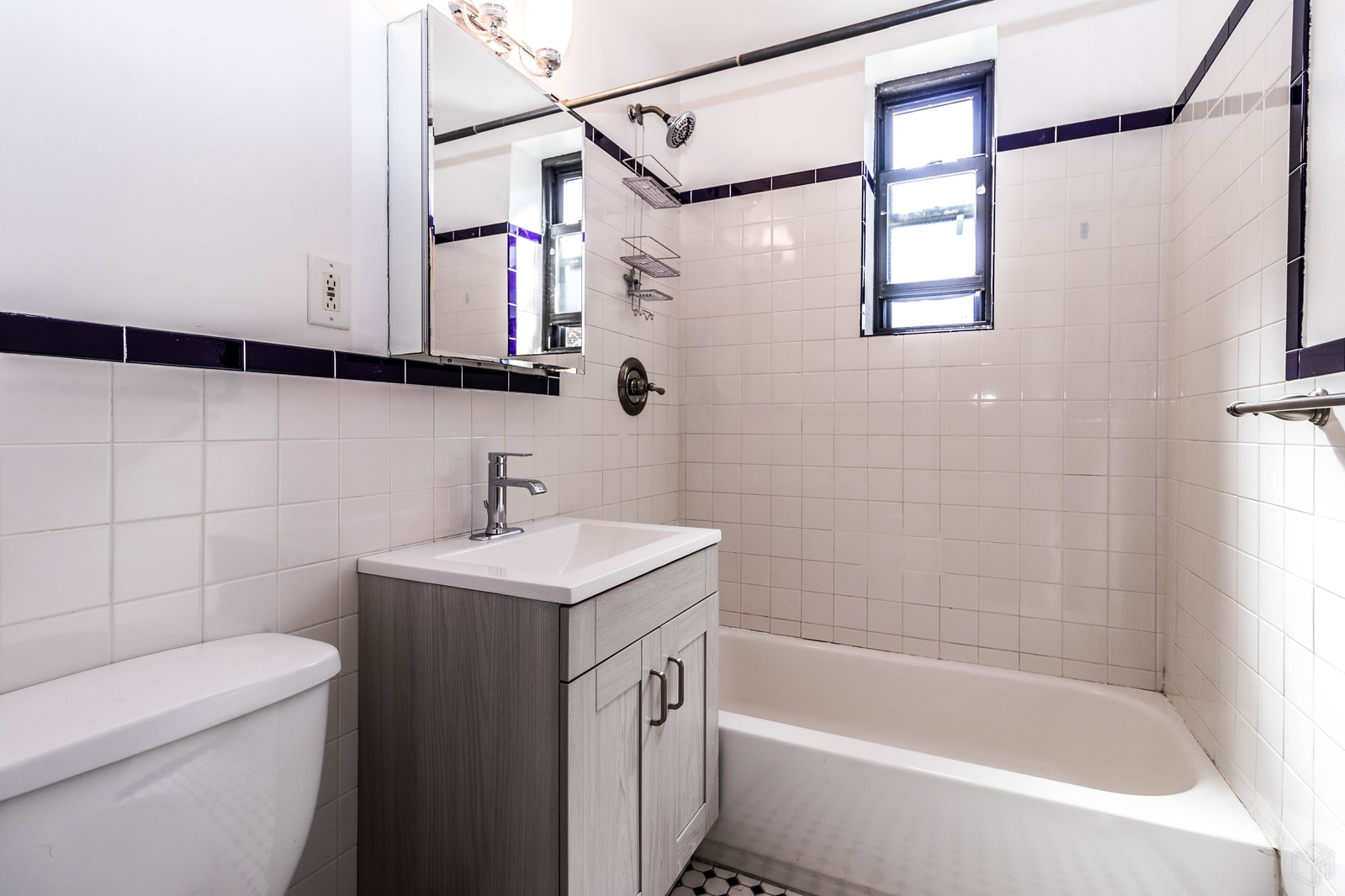 19 -20 80 Street 1A, Astoria, Queens, NY, $1,700, Web #: 19501016