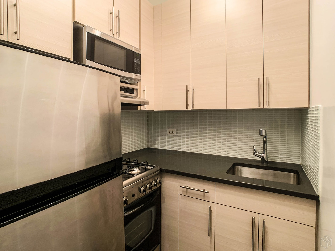 Park Avenue, Midtown East, NYC, $3,200, Web #: 19534223