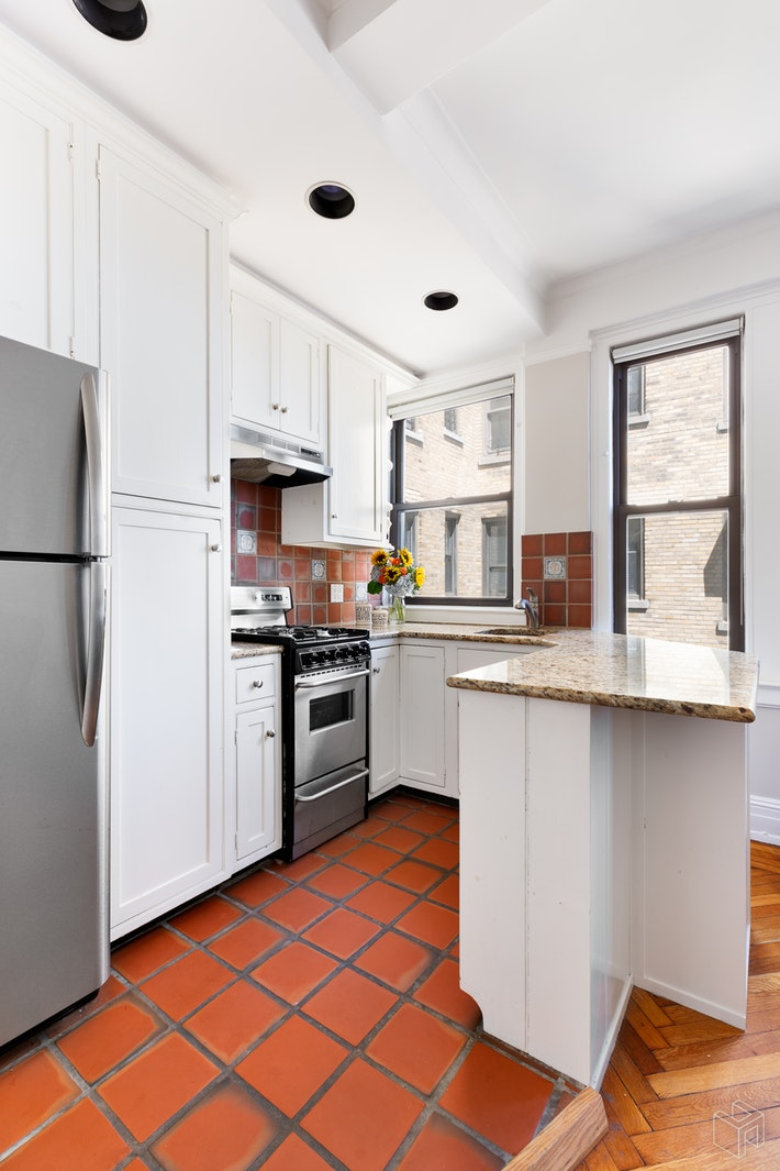 175 West 73rd Street, Upper West Side, NYC, 10023, $765,000, Property For Sale, Halstead Real Estate, Photo 2